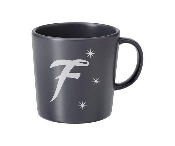 Keramický hrnek šedý s pískováním - F