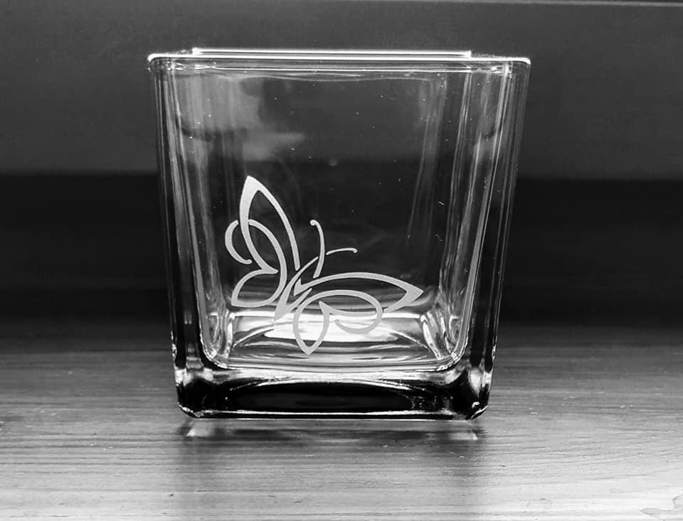 Pískovaný hranatý svícen Motýl